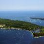 A sziget 15 perc hajóútra fekszik Cannes-től.
