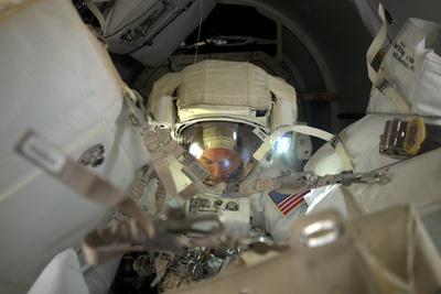 Hat órát és negyvennyolc percet töltött az űrben a két amerikai űrhajós