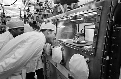 Holdkőzetminta a Kennedy Űrközpont látogatóközpontjában.