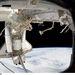 2011. február 27. Discovery az űrállomáshoz dokkolva. A csatlakozással 544,31 tonnásra és futballpálya hosszúságúra nőtt az ISS, ami a legnagyobb ember alkotta objektum lett az űrben.