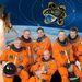 A legénység hivatalos csoportképe: Mark Kelly parancsnok (alul középen), Gregory H. Johnson, pilóta (bal szélen), fönt balról jobbra: Michael Fincke, Greg Chamitoff, Andrew Feustel és az olasz Roberto Vittori.