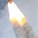 Szingularitás párafelhő a két szilárd hajtóanyagú rakéta csúcsán