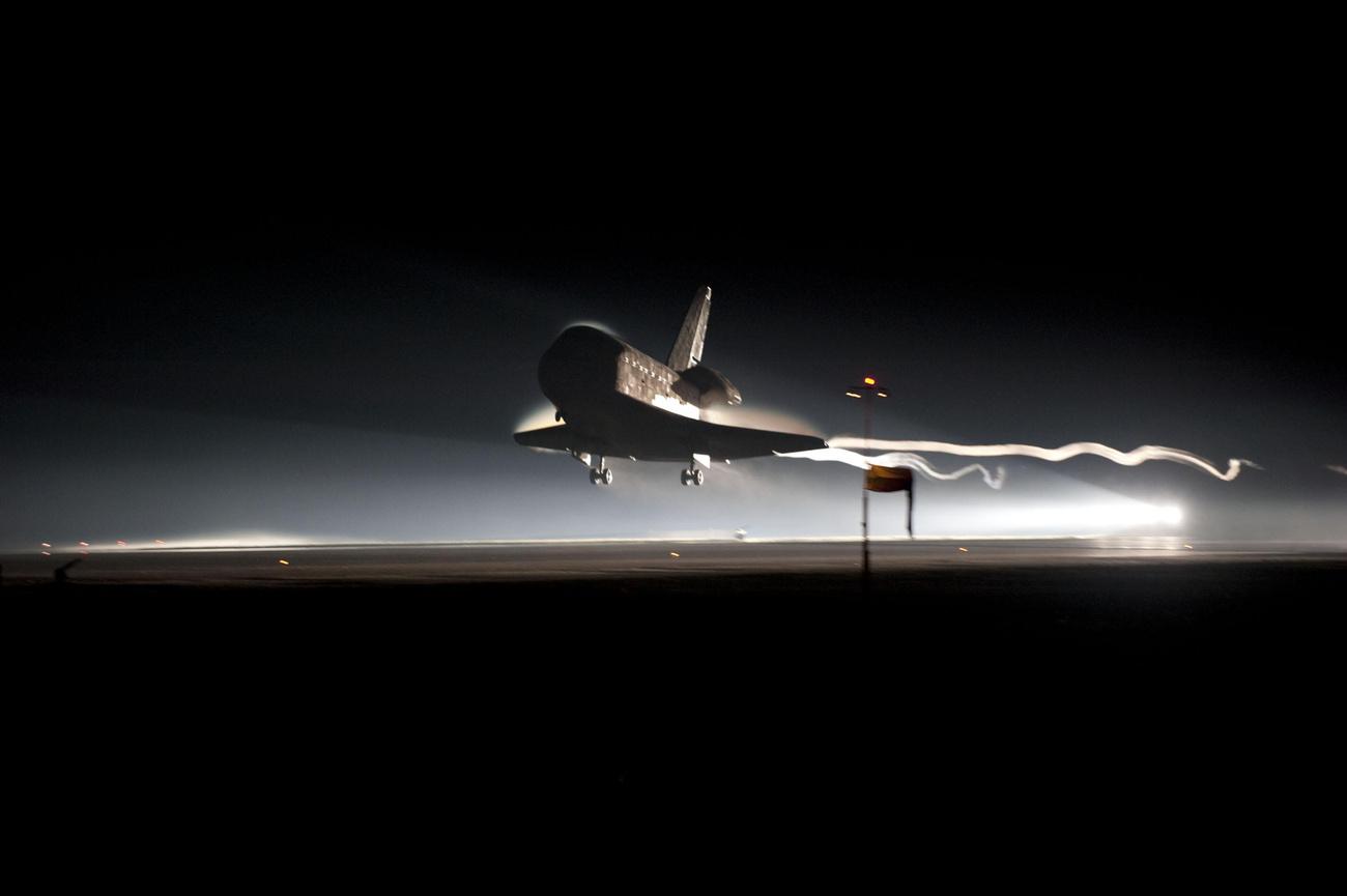 Az ISS legénysége ilyennek látta július 21-én az Atlantis utolsó útját a Földlégterében.