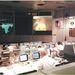 1970. április 13. A nagy kivetítőn  Fred W. Haise Jr., az Apollo 13 egyik űrhajósa. Nem sokkal a tévéadás után robbanás történt a Holdra tartó űrhajón és beállt az űrhajózás történetének egyik legismertebb vészhelyzete.