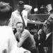 1963. május 16. A Mercury-Atlas 9 küldetés alatt készült kép. Gordon Cooper volt az első amerikai űrhajós, aki egy napnál tovább tartózkodott az űrben. A központban épp arról tanakodnak, hogy menjen a 22. földkörüli körre az űrhajó. Ment.