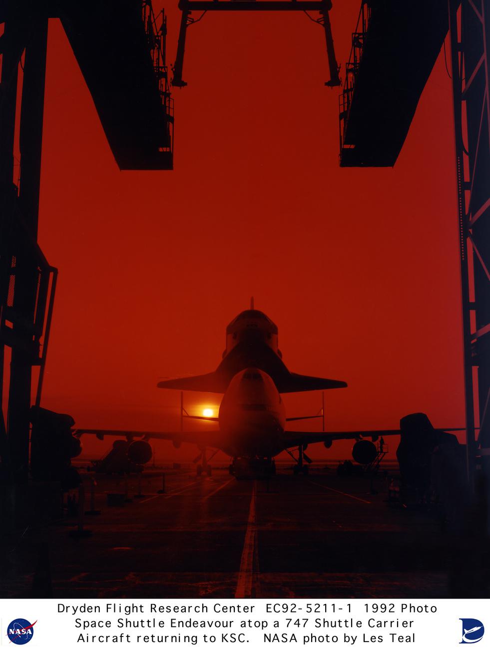 2009. június 2. Az Atlantisszal a hátán landol a Kennedy Űrközpontban a speciális Boeing.