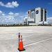 A Vehicle Assembly Building, azaz VAB, azaz a Jármű-összeszerelő Épület, azaz JÖÉ.