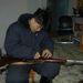 Nyema, az egyik mongol kísérőnk fegyvert tesztel.